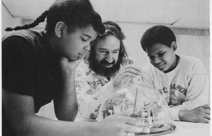Seymour Papert and The Turtle, 1975