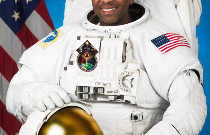 Mission Specialist Robert L. Satcher, Jr., 2009